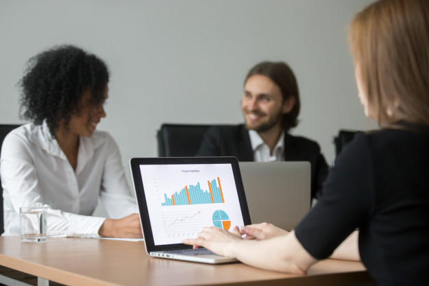 the-business-woman-working-with-project-statistics-preparing-report-team-meeting_1163-3899